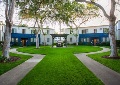 Pet-Friendly Courtyard at Somerset Apartments